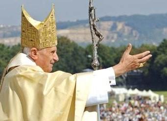 Auguri a Benedetto XVI